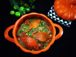 大蟹粉丝煲,放炒好的菜 放黄瓜压花 放粉丝