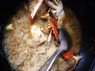 大蟹粉丝煲,煮熟