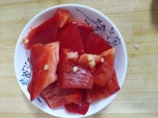 家常豆腐,彩椒切块备用