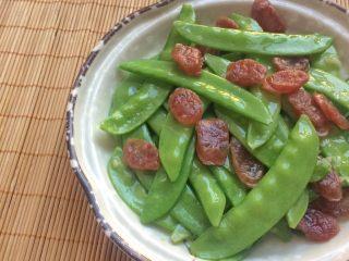 美味快手菜: 荷兰豆炒腊肠,细节图。