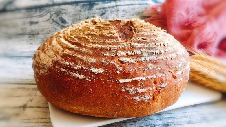 芝麻核桃黑麦包,装饰一下,不管外观和内在都漂亮。