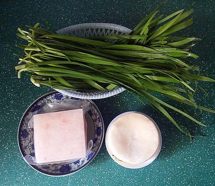 磷虾韭菜锅贴,备好食材