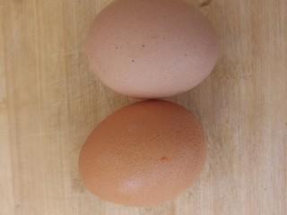 洋葱炒鸡蛋,两个鸡蛋。