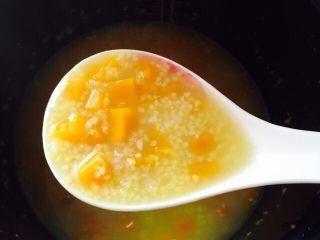 养胃粥+南瓜金粥,南瓜与金粥米完美的融合在一起,金灿灿的有没有诱惑着你呢