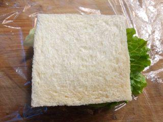 自制三明治,再放上吐司