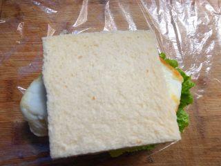 自制三明治,最后放上吐司