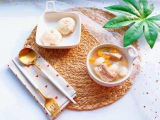 【宝宝辅食】胡萝卜山药排骨汤,营养搭配:胡萝卜山药排骨汤+青椒猪肉小包子