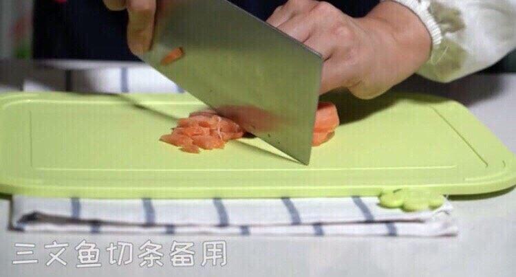 三文鱼厚蛋烧,如图