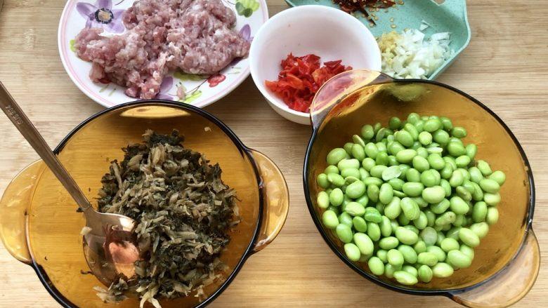 夏日惹味小菜系列➕雪菜肉末炒毛豆,全部食材准备好,准备下锅了