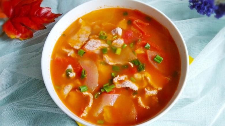 番茄黄瓜肉片汤,出锅装碗