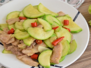 西葫芦炒肉片—从小吃到大的家常菜,简单易学哦
