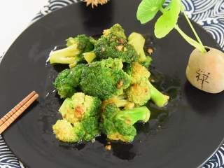 蚝油蒜香西兰花这样做最美味, 营养高味道棒,一起来享用这道绿色健康家常菜吧!