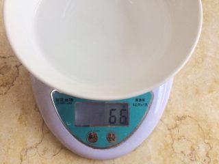 健康粗粮小点心:蜂蜜玉米面饼,所以取清水66克是在最佳范围内。