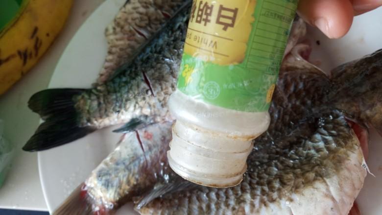 香辣烤鱼,加<a style='color:red;display:inline-block;' href='/shicai/ 720'>胡椒粉</a>腌制