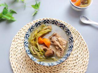 老火靓汤: 蜜枣剑花骨头汤,清热又清甜,夏天喝最好不过。
