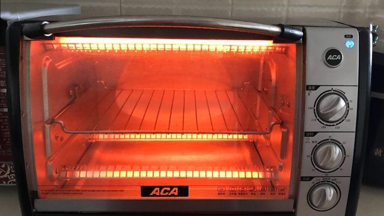香辣土豆串,烤箱200W预热5分钟