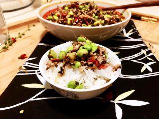 夏日惹味小菜系列➕雪菜肉末炒毛豆,舀一勺肉末雪菜毛豆,伴着白米饭一起送入口中,咸鲜美味的雪菜毛豆混合着米饭的清香,这滋味,真是,棒棒哒👍😛