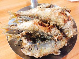 下酒菜+香酥鱼,沥干油