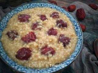 营养早餐――红枣小米粥,再煮5分钟左右即可出锅食用了。
