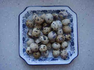 沙茶酱烧虎皮鹌鹑蛋,准备食材:鹌鹑蛋:500克。