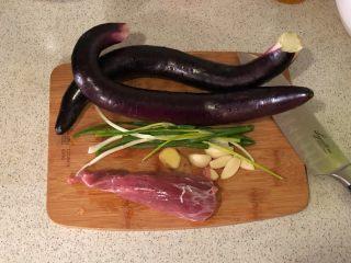 香辣肉末茄子煲,准备材料