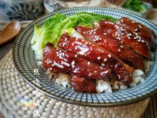 照烧鸡腿饭,鲜中带甜的嫩鸡腿配上白米饭十分入味。