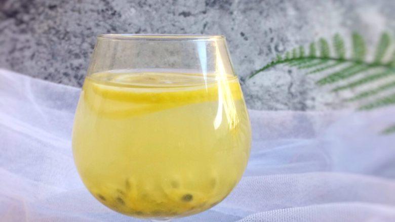 百香果蜜与百香果柠檬茶,来一杯冰镇百香果柠檬茶,瞬间能让你神清气爽。