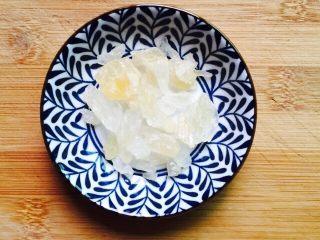 盛夏清热解毒汤+百合绿豆汤,黄冰糖