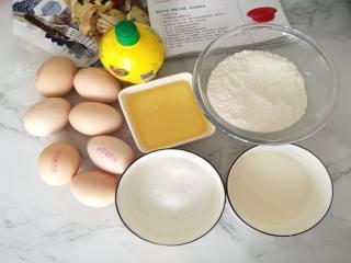 萨瓦林戚风蛋糕,按方子将所需材料分装在各容器里