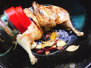 下酒菜+红烧鸭腿,陆续加入生抽,老抽