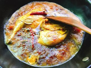 下酒菜+红烧鸭腿,煮开后转中,小火,得经常翻面