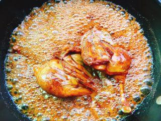 下酒菜+红烧鸭腿,慢慢收汁,即可出锅,一定要有耐心哦