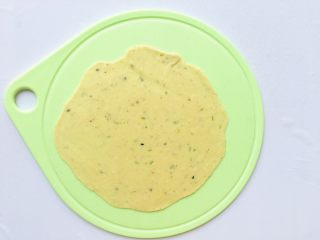 葱花芝麻小饼,擀成薄饼