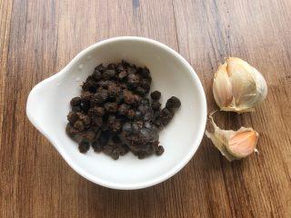 虎皮青椒,豆豉25g,蒜20g