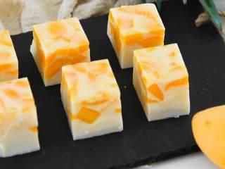 芒果椰奶冻—夏日清凉小甜点,Q弹好吃不上火,甜滋滋的夏日芒果椰奶冻。
