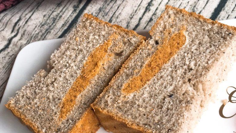 黑麦芝麻核桃吐司,早餐吃这种面包也是一种享受。
