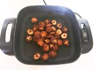 美味小零食  孜然香菇,炒匀即可