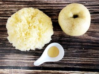 冰糖银耳炖梨,准备食材