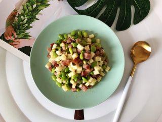 榨菜红肠茭白炒毛豆,下饭,健康,美味(❀ฺ´∀`❀ฺ)ノ