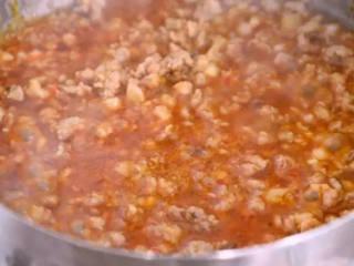教您做一道简单的肉末淋茄子,比红烧茄子好吃百倍,还健康少油,再加入香醋、生抽、糖、清水,炒匀