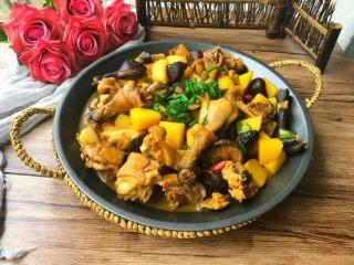 香菇土豆炖鸡块,特别好吃,鸡肉也很入味
