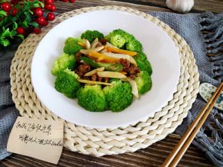 快手正餐 三丝杏鲍菇,最后摆盘,这样营养美味的三丝杏鲍菇就完成喽!