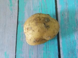 排骨焖饭,然后准备一个土豆。