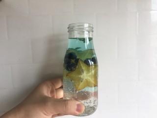 蓝色之恋 夏日饮品,如图所示