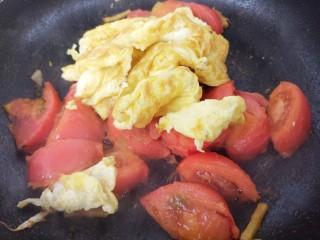 西红柿炒蛋,再加入炒好的鸡蛋。