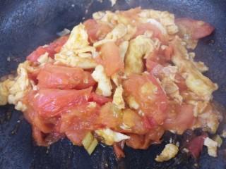 西红柿炒蛋,翻炒均匀。