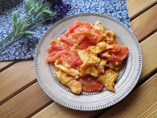 西红柿炒蛋,好了,出锅装盘。