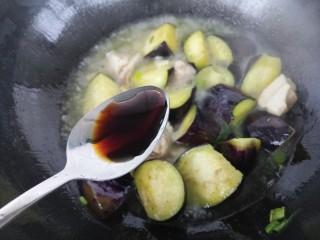 清蒸肉炖茄子,加一勺生抽。