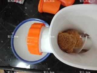猴头菇肉汤羹,猴头菇也放入料理机搅成泥
