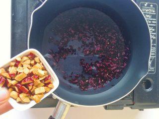 黑米红枣粥 or黑米红枣糊,加入红枣